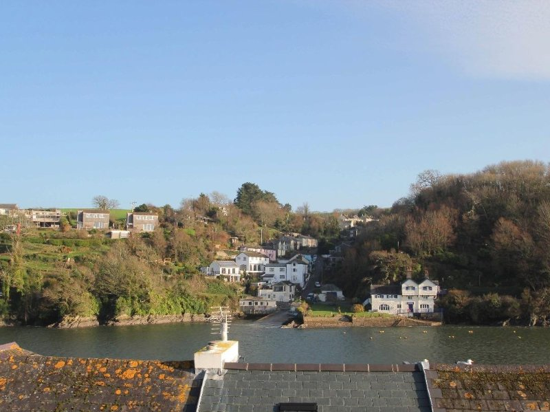 PANACEA a Victorian town house, sea views, WiFi, TV package, Two King size, alquiler vacacional en Fowey