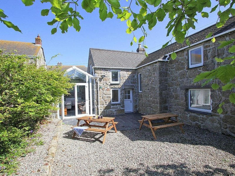 FORGE COTTAGE beautiful Cornish cottage, enclosed garden, near to the beach at, casa vacanza a Sennen