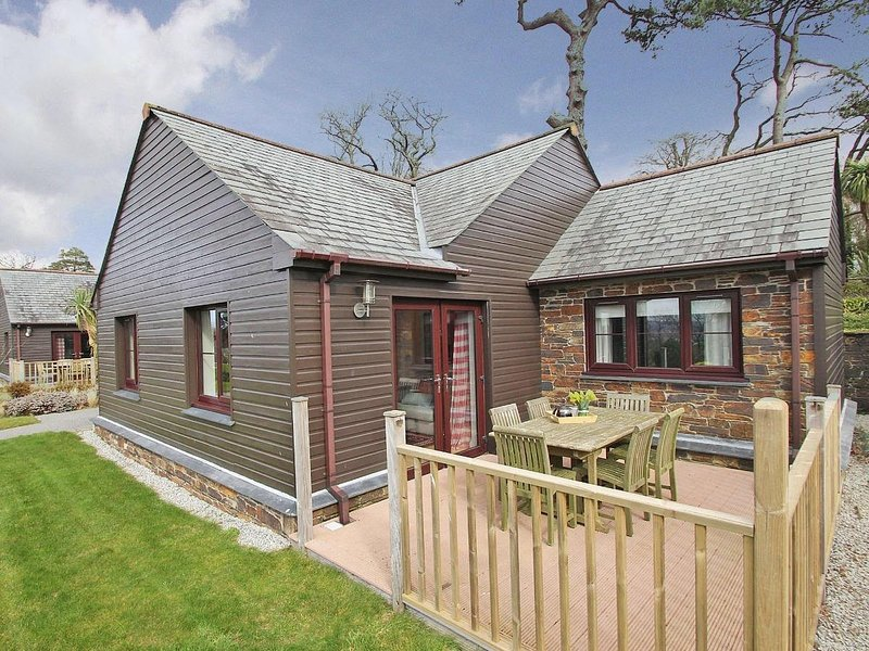CASTAWAY LODGE contemporary lodge, on site heated swimming pool, 3 miles from, alquiler vacacional en Fowey