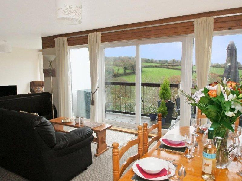 TAMAR VALLEY VIEW LODGE-Style retreat, resort setting in Callington, onsite, holiday rental in Gulworthy