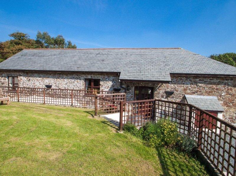 BILLY'S BARN converted barn on one level, rural location, in Bradworthy. Ref, holiday rental in Bradworthy