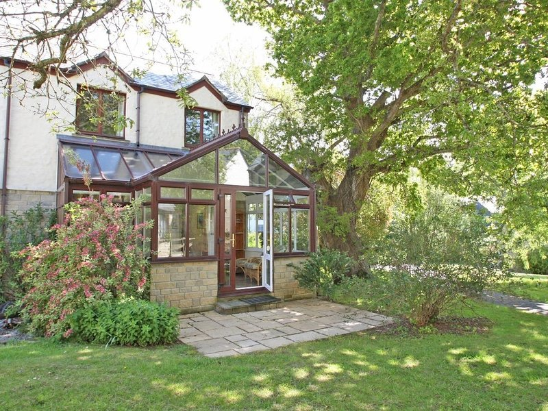 OAK COTTAGE modern well-appointed house in holiday village, conservatory, walk, holiday rental in Budock Water