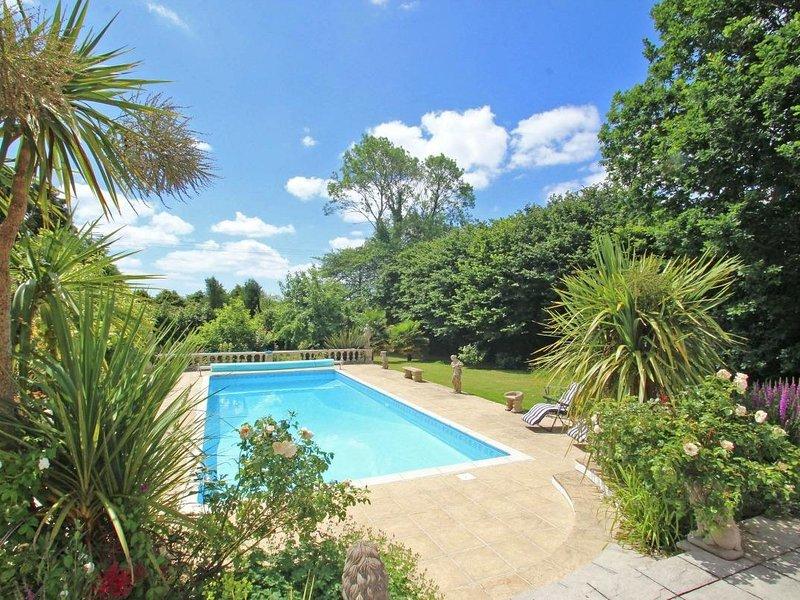 SAM'S CABIN countryside views, WiFi, shared outdoor pool near Looe, Ref 959653, location de vacances à Widegates