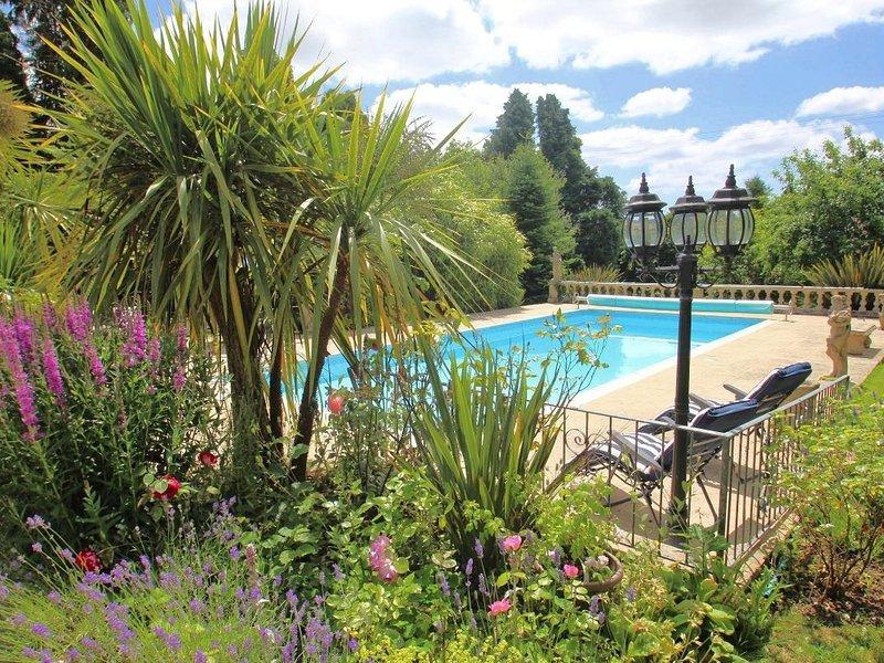 DAISY LODGE, Scandinavian-style lodge, rural location, shared swimming pool, location de vacances à Widegates
