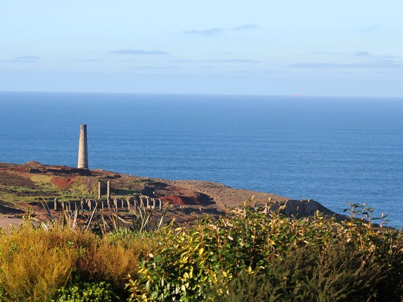 ST MARTINS VIEW, single storey three bedroom stone faced property with sea, holiday rental in Botallack