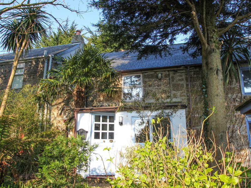 GILLYFLOWER COTTAGE enchanting country cottage. Beams and wood burner. Garden, holiday rental in Nancledra