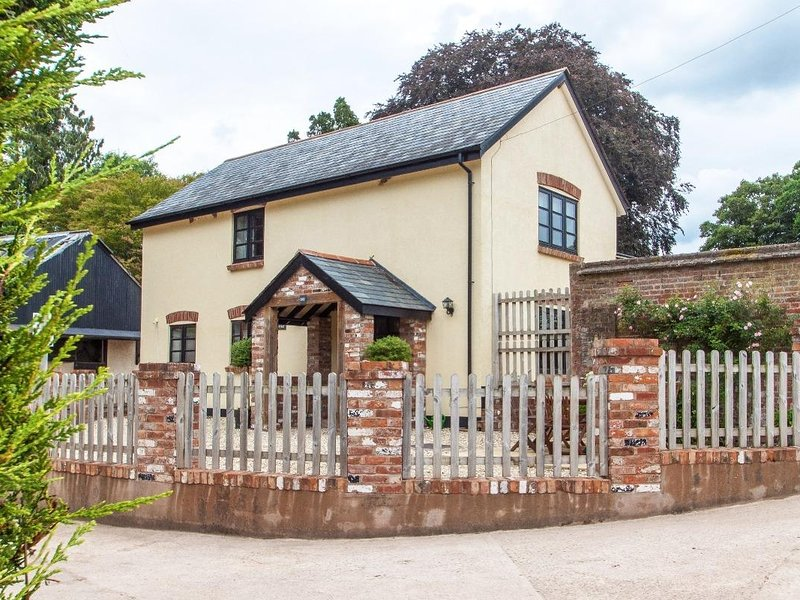 KINTYRE COTTAGE, high quality modern country cottage, dog friendly, enclosed, casa vacanza a Bradninch