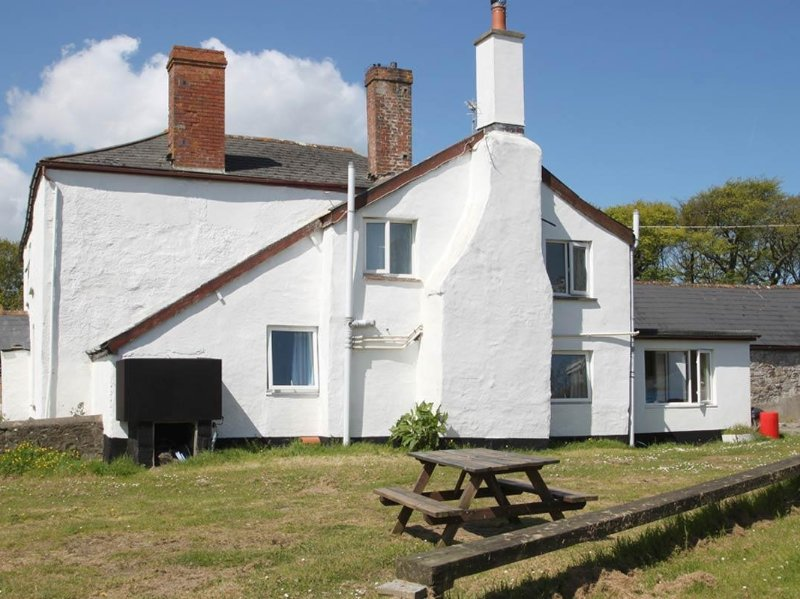 THE COTTAGE, farm cottage, woodburning stove, near Westward Ho! – semesterbostad i Bucks Cross