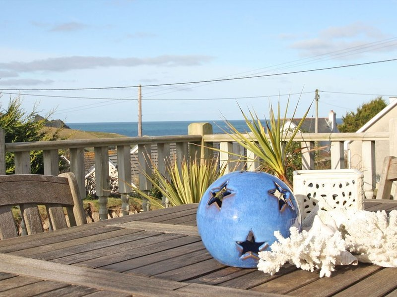 BETHANY BAY VIEW spacious bungalow, large garden with decked terrace, short, vacation rental in Mount