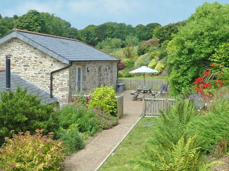 ROOSTERS beautiful barn conversion, private terrace, farmstead setting with, holiday rental in Lanivet