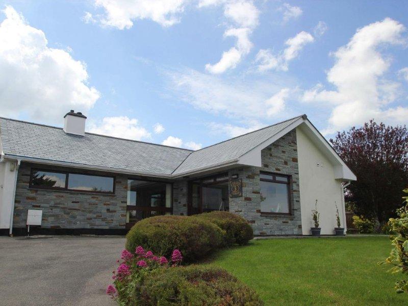 POLKERRIS VIEW spacious bungalow Carlyon Bay, enclosed garden, en-suite, games, holiday rental in Carlyon Bay