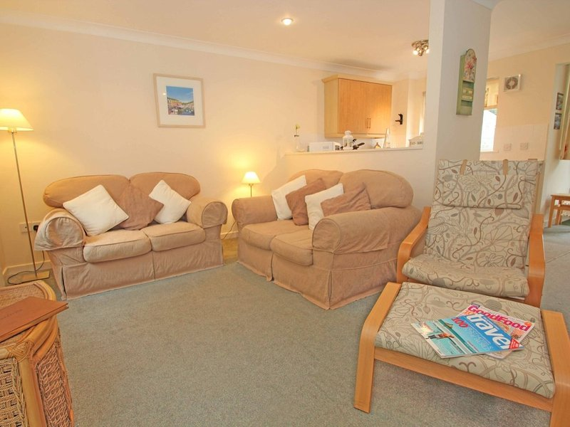HEDGEHOG COTTAGE welcoming family holiday home, private patio, onsite, holiday rental in Budock Water