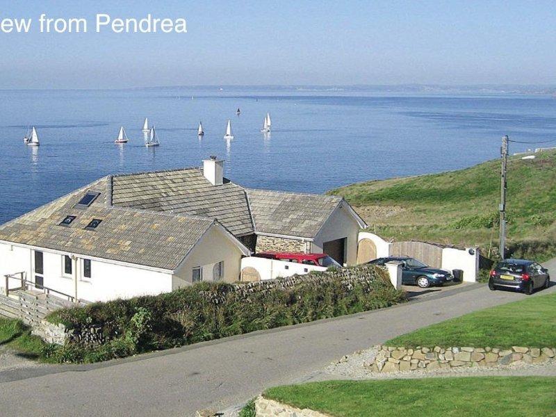PENDREA, modern coastal cottage, seaviews, conservatory and games room, short, location de vacances à Porthleven