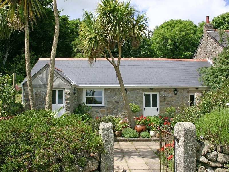 Dovecote, Helford, vacation rental in Trenwheal