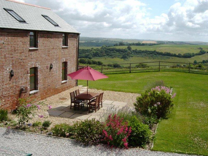 CASTLE DORE BARN reverse level barn conversion, countryside setting near Fowey, holiday rental in Fowey
