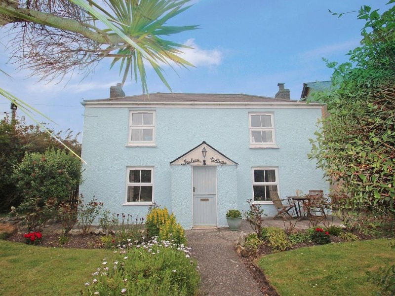 INCLINE COTTAGE, traditional two storey double fronted detached cottage in, alquiler vacacional en Portreath