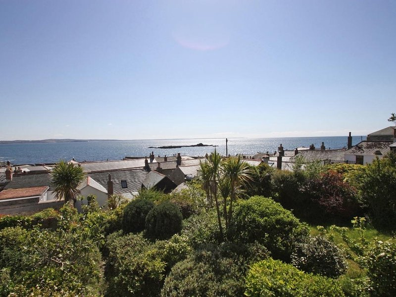 THE LOOKOUT semi-detached Victorian cottage in Mousehole, sea views, sun room, vacation rental in Paul