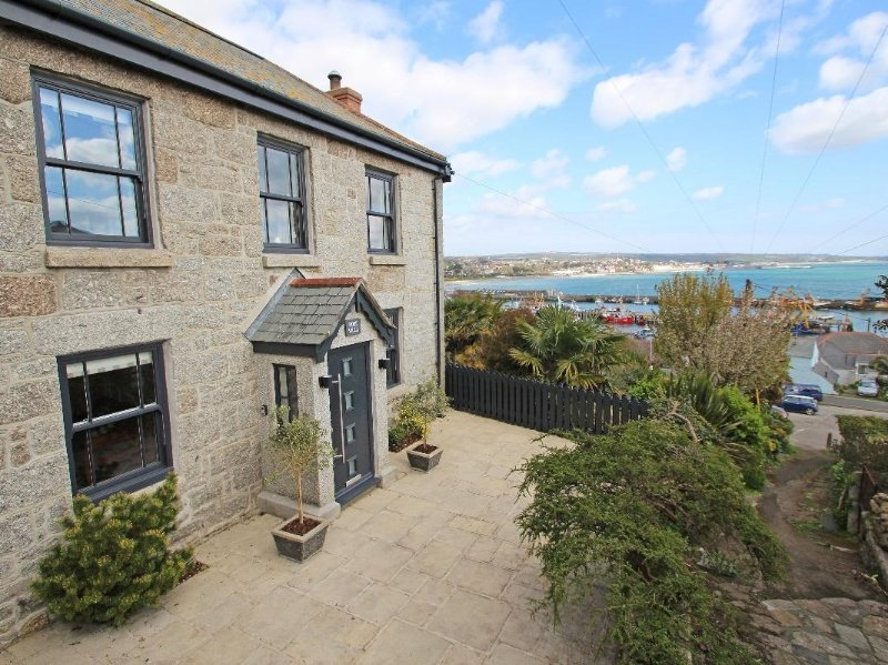 ROSE VILLA two-storey house, sea views, in Newlyn, Ref xxxxx, vacation rental in Newlyn
