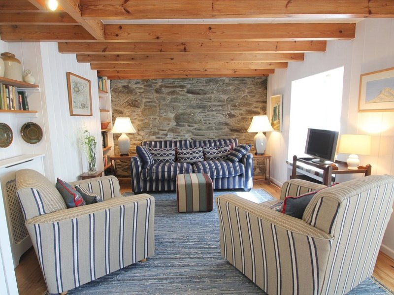 PEGS traditional well styled fisherman's cottage, some sea views, walk to, location de vacances à Porthleven
