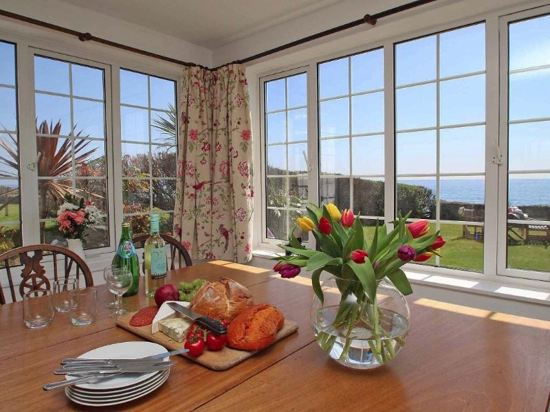 WATCHTOWER charming former coastguard cottage, lovely garden, sea views, just, holiday rental in Seaton