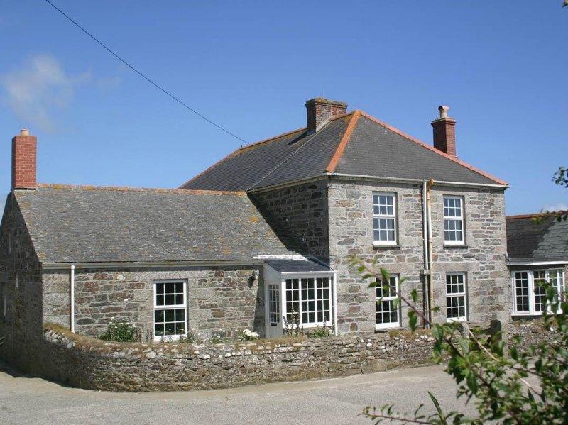 HINGEY FARMHOUSE granite farmhouse on Lizard Peninsula, sea views, garden, Ref, holiday rental in Gunwalloe