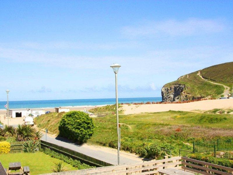 Ocean Blue, coastal apartment with sea views in Porthtowan, beach, pub and, holiday rental in Porthtowan