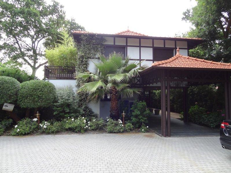 Ankunft am Bois de Montaut Die Residenz besteht aus 3 Apartments Bamaya, Hütte, Bambus.