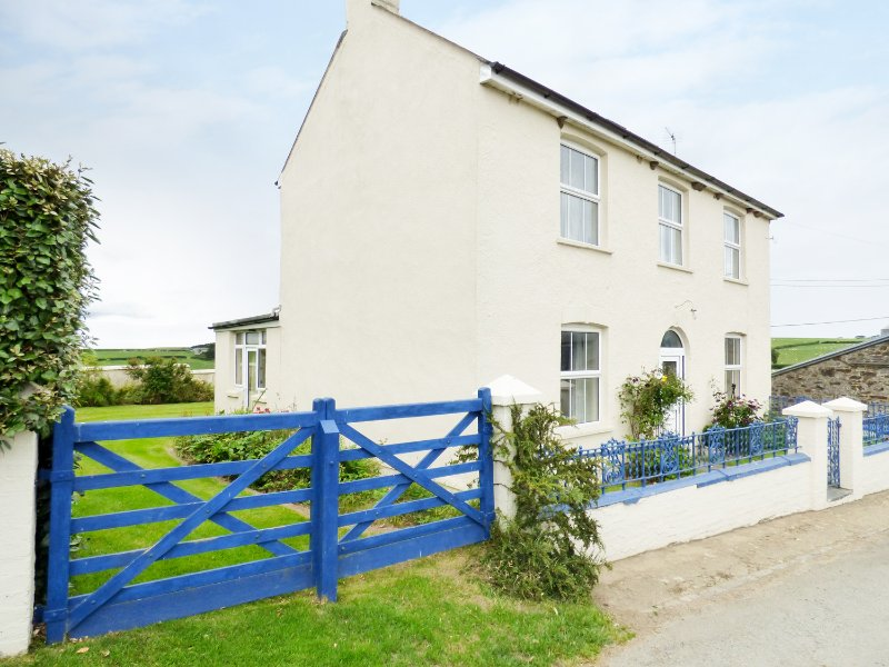 SHEARS, working farm, spacious garden, countryside, near Kilkhampton, Ref, vacation rental in Morwenstow