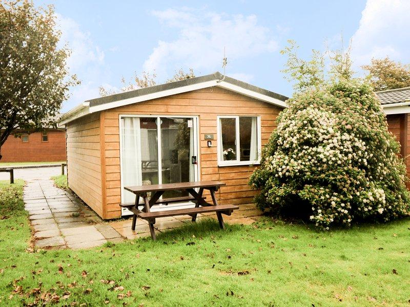 CHALET 76, WIFI, delightful decking, facilities on-site, Ref 955700, holiday rental in Saint Ervan