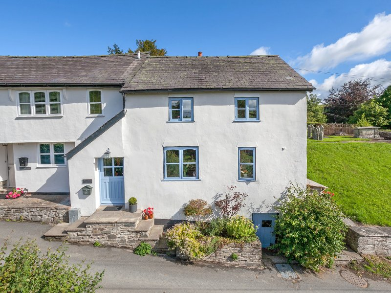IVY COTTAGE, romantic, character, near Knighton, ref 954513, holiday rental in Dulas