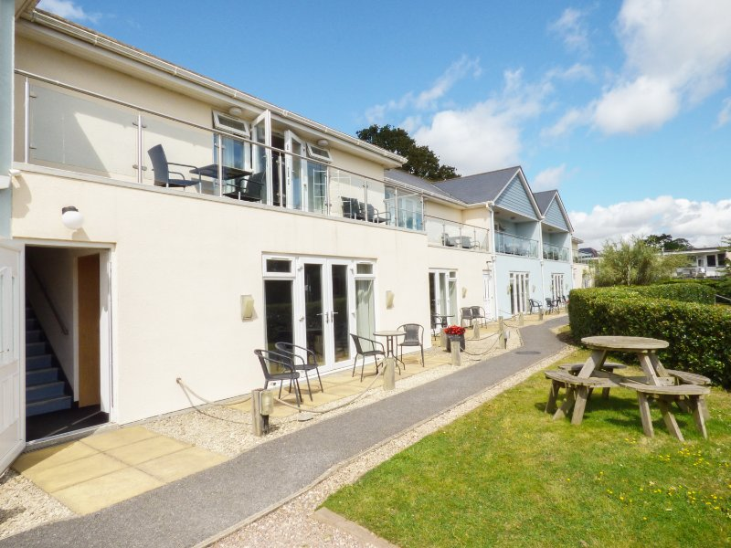 RED ROCK APARTMENT, all first floor, near beach, WiFi, Dawlish, Ref. 946150, vacation rental in Dawlish