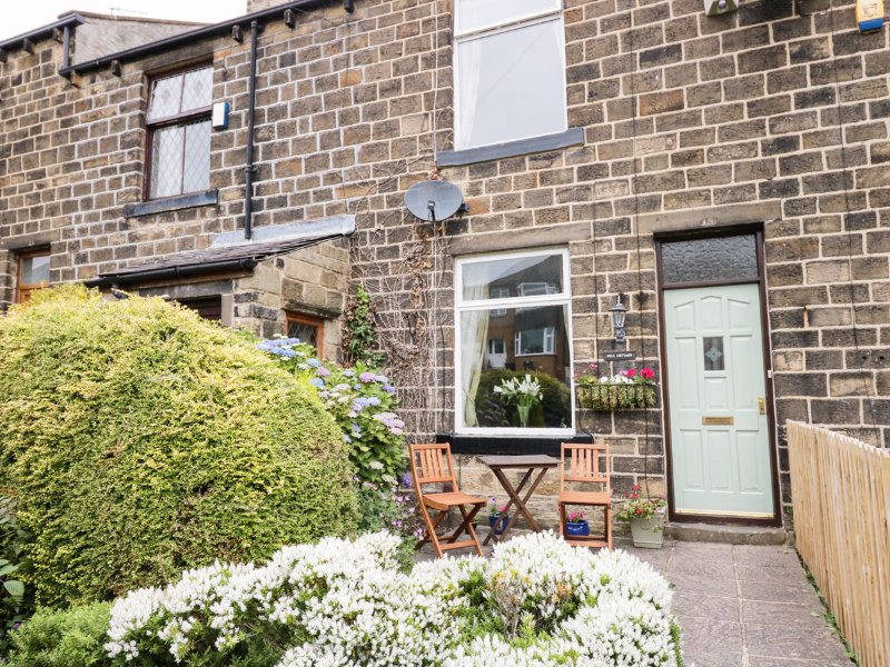 FELL COTTAGE, WiFi, garden and patio, ideal touring base, Haworth, Ref 941737, location de vacances à Sutton-in-Craven