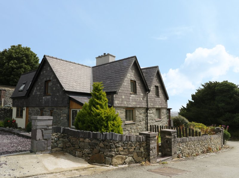 MAES TEG, wood burning stove, garden with patio and BBQ, in Bethesda, Ref, location de vacances à Bangor