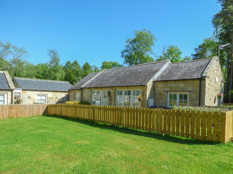 KIZZIE'S COTTAGE, detached, single-storey, parking, garden, in Warkworth, Ref, Ferienwohnung in Newton on the Moor