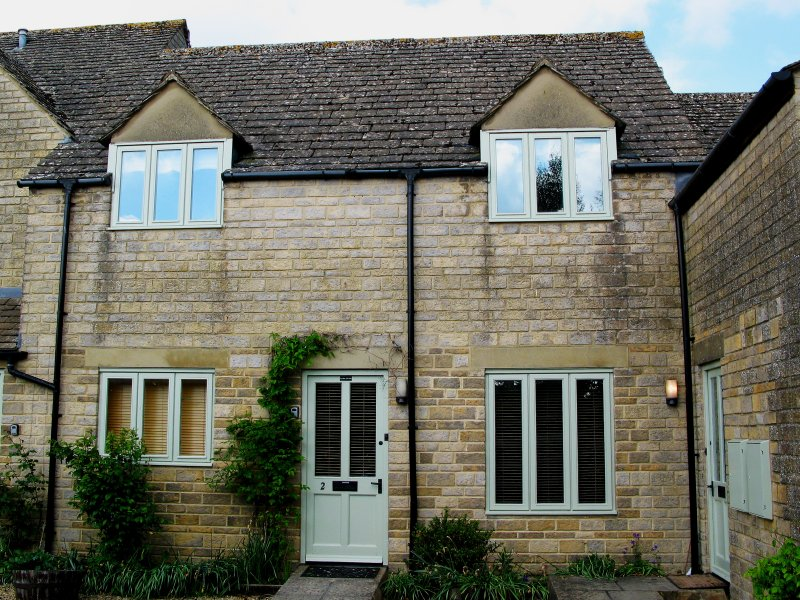 TILLOWS COTTAGE stone-built, romantic, open plan, shop and