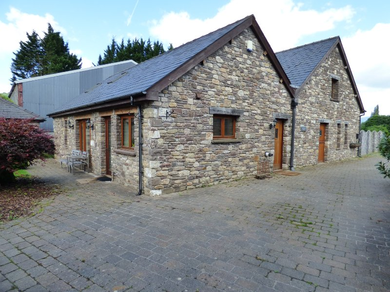 LONGSIDE, mezzanine, spacious retreat, in Gilwern, Brecon Beacons National, Ferienwohnung in Gilwern
