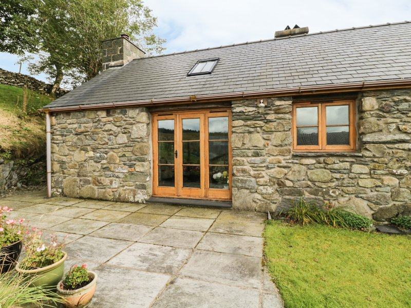 TY HIR, wood burner, rural location, in Llanfrothen, Ref. 27288, location de vacances à Maentwrog