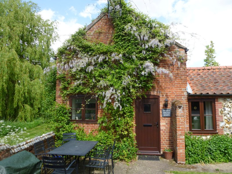SWEET BRIAR BARN barn conversion, country location in Coltishall Ref 24423, vacation rental in Horsham St Faith