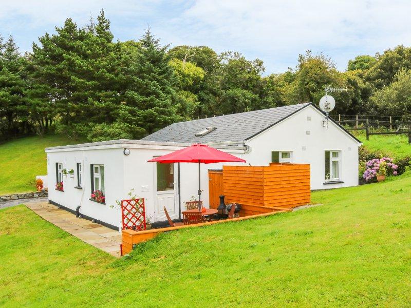 FUCHSIA APARTMENT, elevated position, sea views, open plan, Ref 15162, vacation rental in Moyard