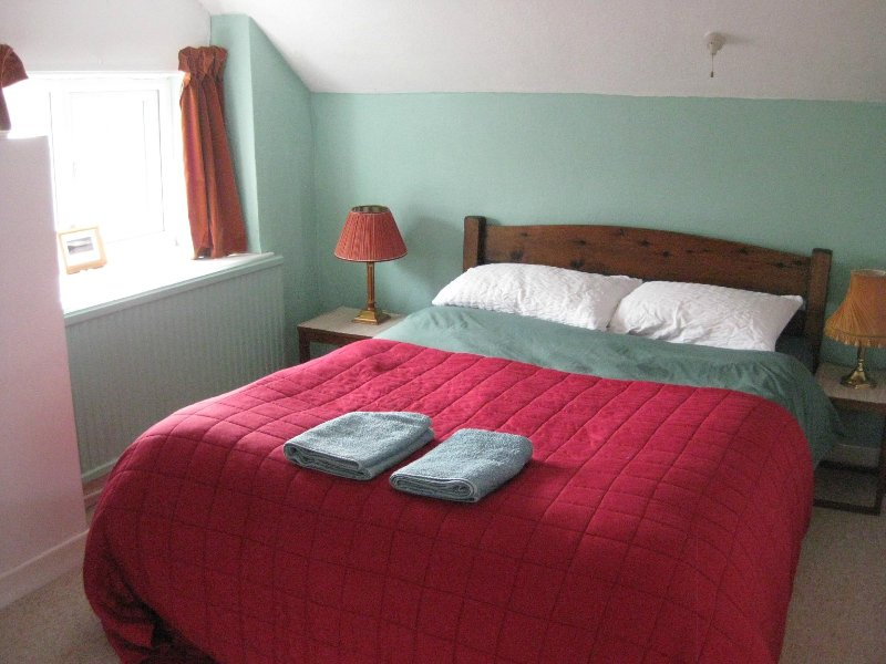 Vegetarian B&B - Large Double, vacation rental in Devil's Bridge (Pontarfynach)