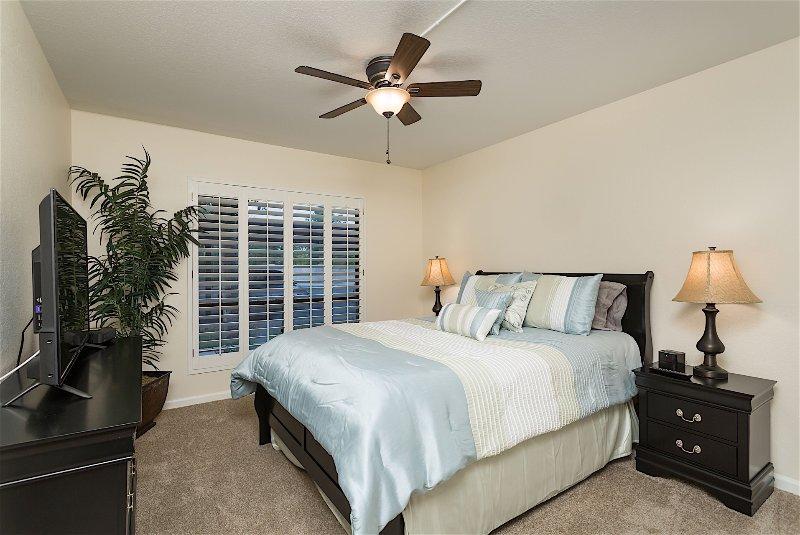 Lámpara, luminaria, cama, dormitorio, muebles