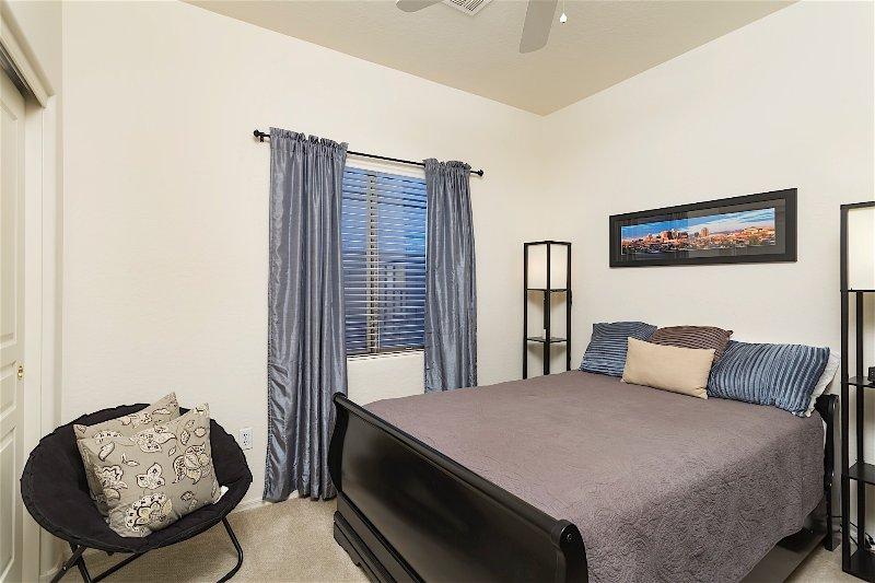 Cortina, decoración del hogar, silla, muebles, dormitorio