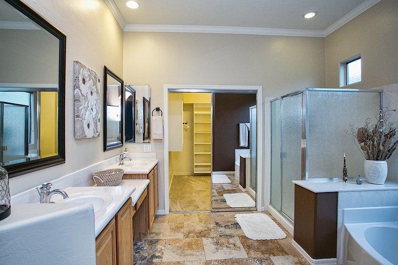 Sink, Indoors, Room, Bathroom, Pot