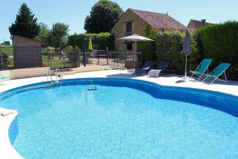 La piscine privée du gite 6/10 personnes.