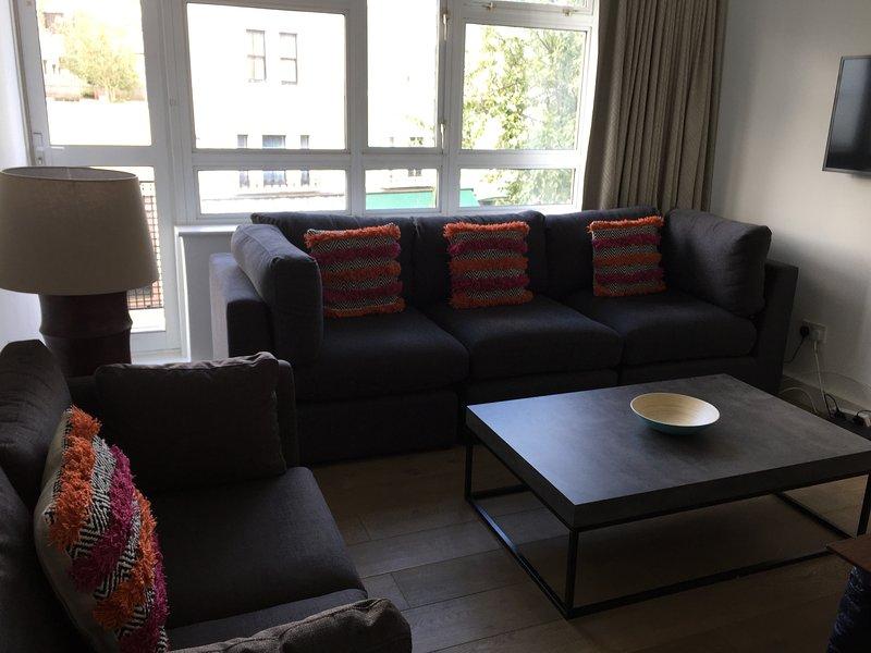 Living room with view over Portobello Road