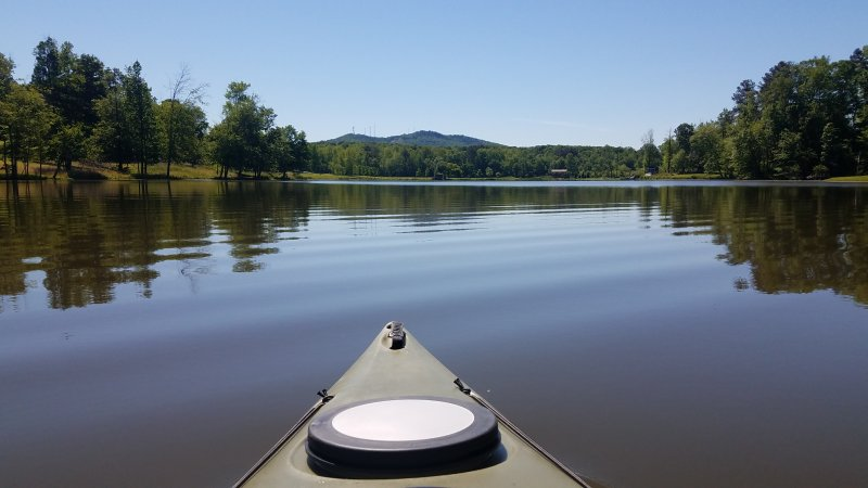 We provide 2 Kayaks and life jackets,fishing rods for our guests to enjoy the lake