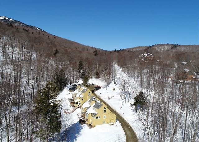 Luxury Trailside Village Three Bedroom #6 SkiOnSkiOff Great Eastern Ski Trai!, holiday rental in Sherburne