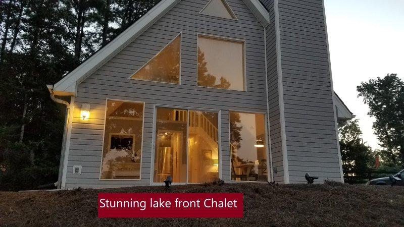 Chalet frente ao lago deslumbrante com 30 acre lago privado com vistas deslumbrantes, perto da Piscina Moinho cai