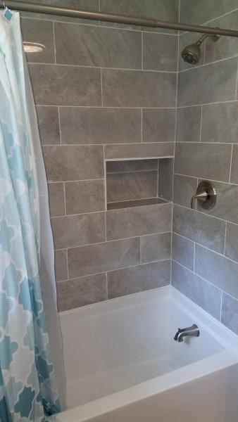 Duche e banheira profunda banheiro principal