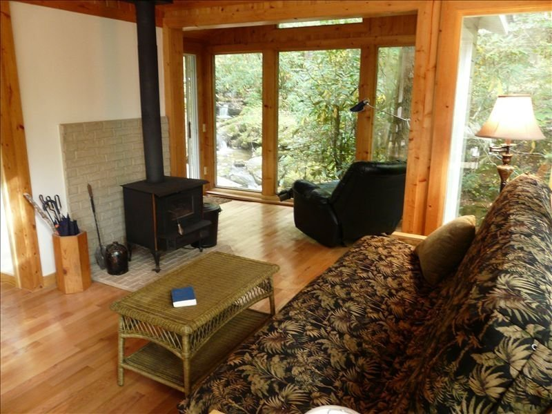 Rushing Stream Wraps Around Modern Cabin - 5 Acres, holiday rental in Franklin